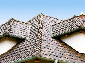 металлочерепица на крыше загородного дома