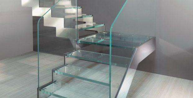 стеклянная лестница со стеклянными ступенями