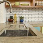 Бетонная столешница для кухни и раковина из камня - главные особенности